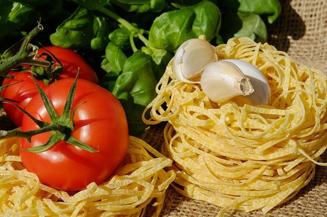 Pasta, tomatoes and garlic